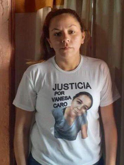 Mientras Vanesa Caro estuvo internada con el 70% del cuerpo quemado, su hermana menor Carolina encabezó distintas marchas para pedir justicia
