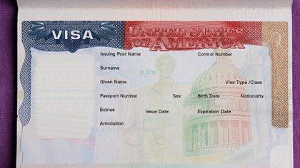 La medida del político republicano prohibió la expedición de visas H-1B, H-2B, L y J (Foto: Shutterstock)