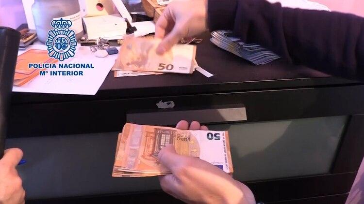 Guardaba miles de euros en su oficina