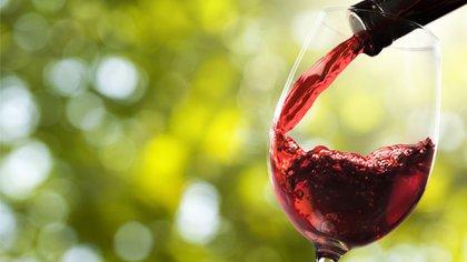 El consumo moderado de vino tinto es un hábito de vida saludable recomendado por los expertos (Getty)