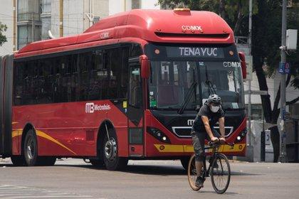 Durante la pandemia aumentó el número de personas que recurrió a la bicicleta como principal medio de transporte (Foto: Cuartoscuro)
