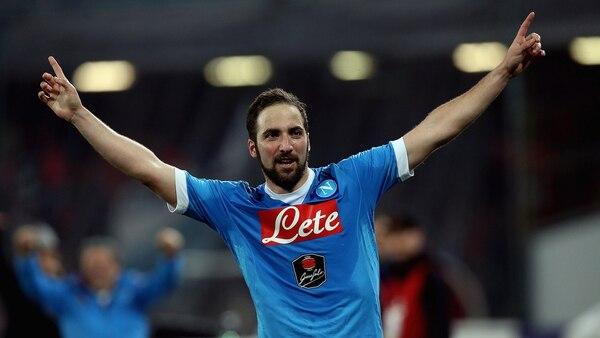 Gonzalo Higuaín hizo historia en Napoli, al marcar 36 tantos en una temporada en la Serie A (Getty Images)