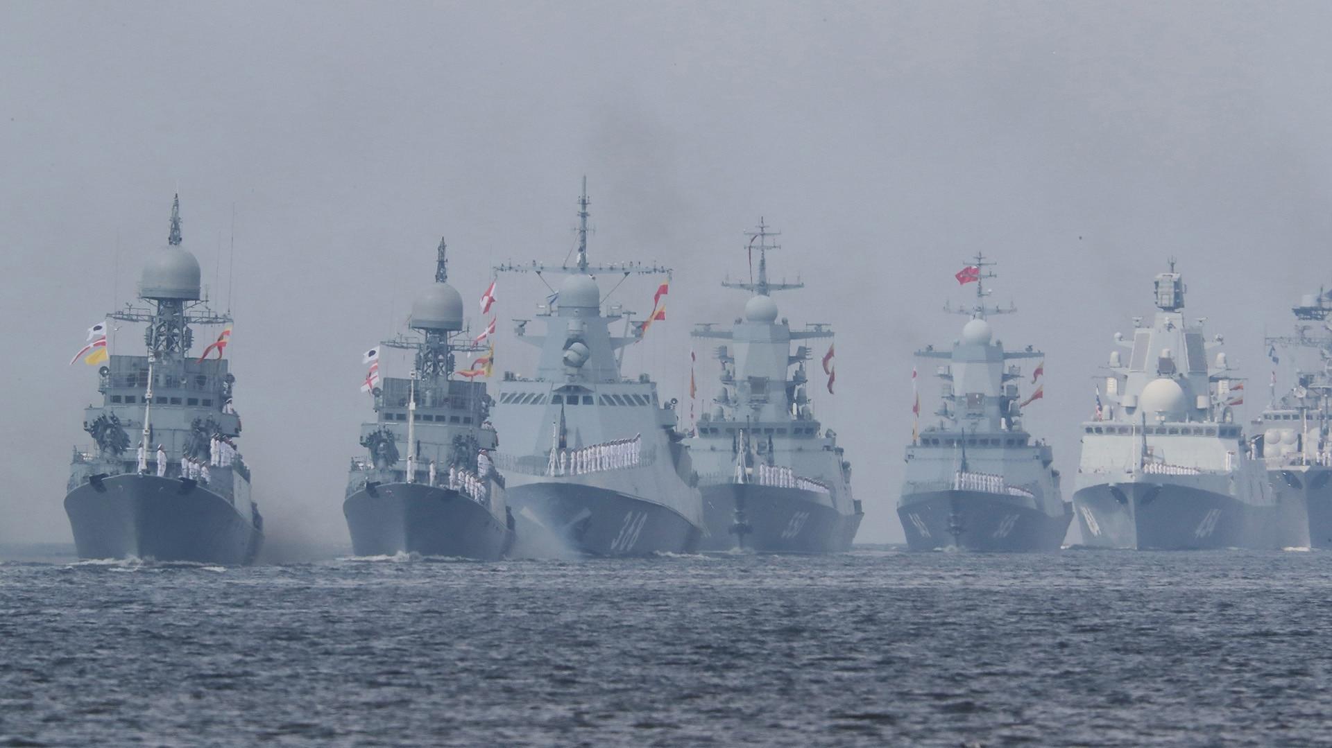 Amalia Actriz Porno Rusa ante un impresionante desfile naval, vladimir putin aseguró
