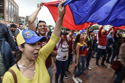 En Bogotá las protestas también fueron multitudinarias. (Photo by Juan BARRETO / AFP)