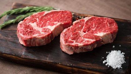 Los bistec pueden ser cultivados con distinttas proporciones de carne y grasas para sastifacer los gustos de distitnso mercados (Shutterstock.com)