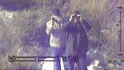 Las cámaras del Ejército captan a dos integrantes de Hezbollah espiando las posiciones de Israel en la frontera (FDI)
