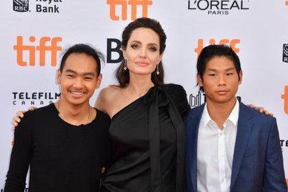 Por el momento el hijo de Jolie y Pitt se está quedando con su madre y sus cinco hermanos (Foto: The Grosby Group)