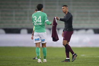 Pochettino cree que Mbappé debería mejorarse (Reuters)