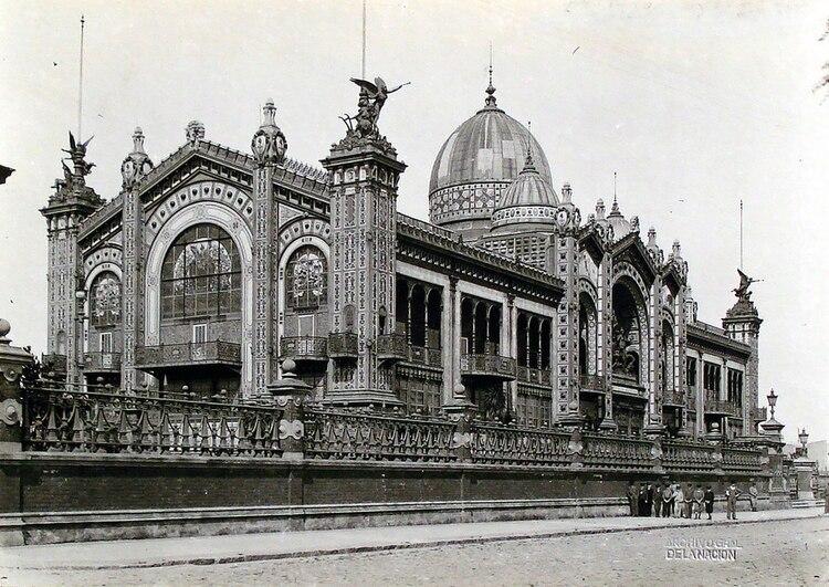 El 25 de mayo de 1889, la delegación argentina abrió las puertas de su Pabellón, uno de los más destacados de la muestra parisina