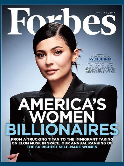 La portada de Forbes, en la cual la nombró a Kylie Jenner como la multimillonaria más rica de la historia hecha por sí misma (Forbes)