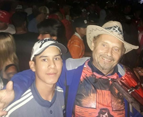 Alberto de la Torre en Corrientes visitando el santuario del Gauchito Gil