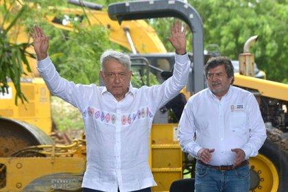 El presidente ha sido criticado por no cancelar estos megaproyectos. (Foto: Cortesía Presidencia)