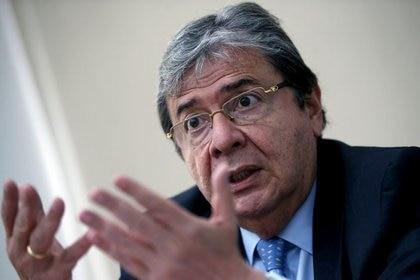 El ministro de Defensa de Colombia, Carlos Holmes Trujillo,  habla durante una entrevista con Reuters en Bogotá, Colombia, 27 de noviembre, 2020. REUTERS/Luisa González