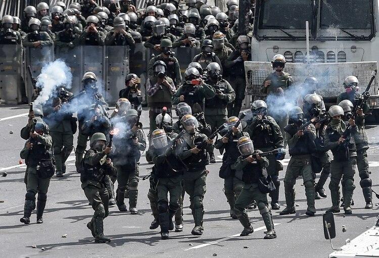 Represión en una manifestación contra Maduro (AFP)