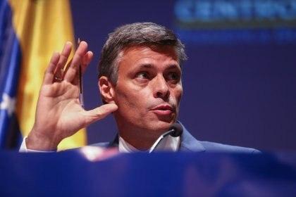 El líder opositor venezolano Leopoldo López durante su primer mensaje tras su salida de Venezuela, en el Círculo de Bellas Artes, Madrid, el 27 de octubre de 2020. (Ricardo Rubio - Europa Press)
