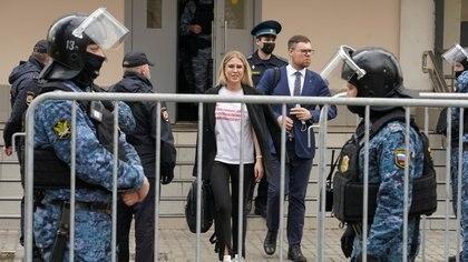 La justicia de Rusia condenó a una abogada de Alexei Navalny por tocar el timbre de la casa de un agente acusado de envenenarlo