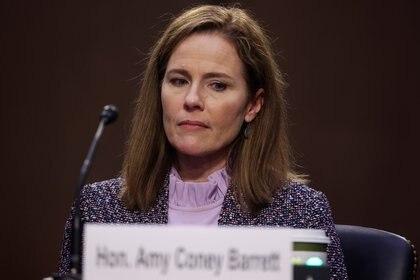 La jueza nominada a la Corte Suprema de los Estados Unidos, Amy Coney Barrett, testifica en el tercer día de su audiencia de confirmación del Comité Judicial del Senado de los Estados Unidos en el Capitolio en Washington. REUTERS/Jonathan Ernst/Pool