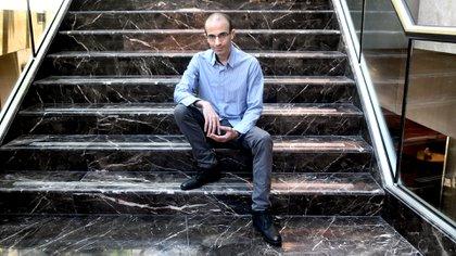 """""""No estamos siquiera cerca del potencial máximo de la inteligencia artificial"""", dijo Harari. """"Lo que realmente vamos a enfrentar es una sucesión de revoluciones en el mercado laboral, en las relaciones, en la política"""" (Nicolás Stulberg)"""