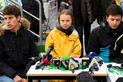 Greta habla con los medio en Turín, para dar su voz y alertar por el clima (REUTERS/Massimo Pinca)