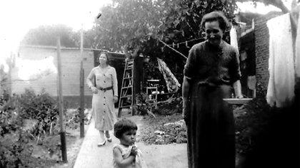 Falleció en Montevideo, luego de radicarse definitivamente junto con su marido y formar una familia