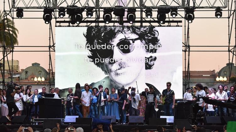 Más de 30 músicos cantaron junto a ciudadanos de 380 puntos del país la canción Inconsciente colectivo, de Charly García (Franco Fafasuli)
