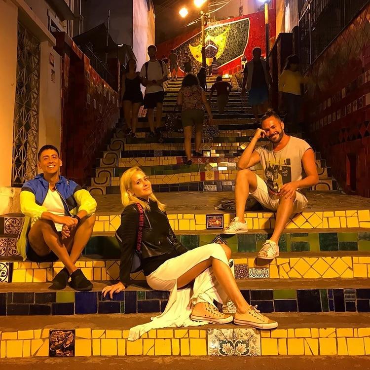 """Julieta, Sebastián y Matías en la Escaleras de Selarón, en el barrio Santa Teresa de la """"Cidade Maravilhosa"""""""
