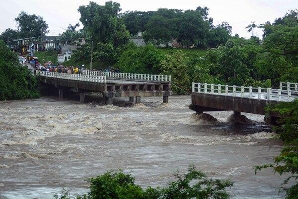El punte colapsado en la ciudad de Zaza del Medio, en la provincia de Sancti Spiritus(AFP / ACN / STR)