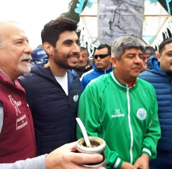 Omar Plaini junto a Facundo y Pablo Moyano
