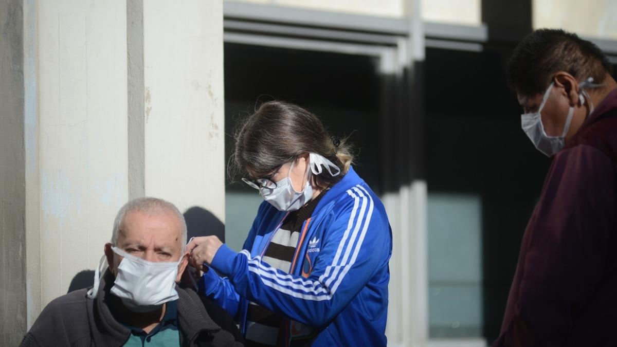 Confirmaron cuatro nuevas muertes y 87 casos de coronavirus en la Argentina: el total de contagiados asciende a 1715 - Infobae