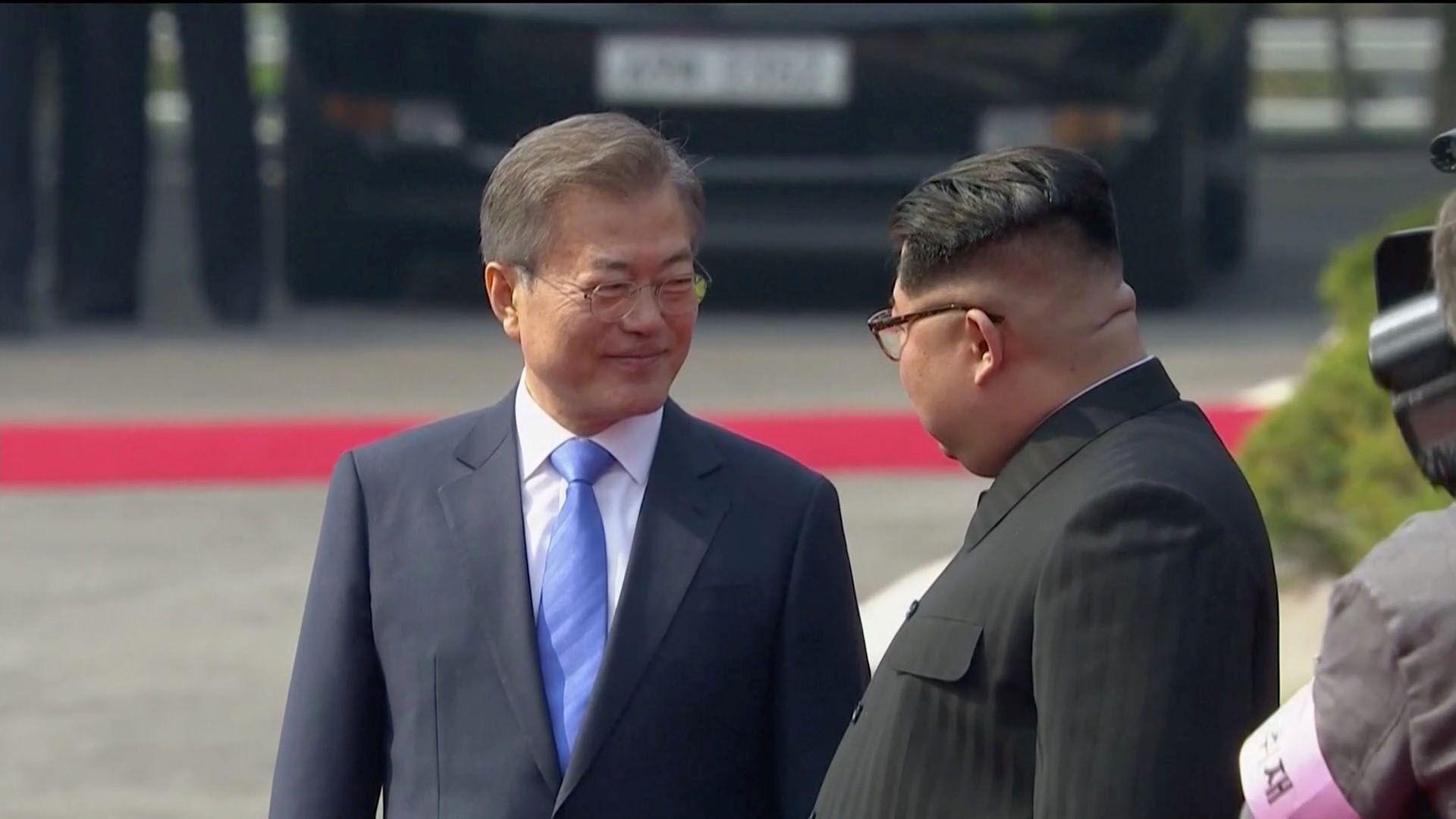 Moon Jae-in y Kim Jong-un (Reuters/Archivo)