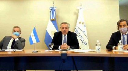 Alberto Fernández habla durante su toma de posesión como presidente Pro Tempore del Mercosur