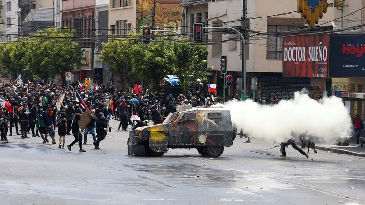 Choques durante manifestaciones en Chile (REUTERS/Rodrigo Garrido)