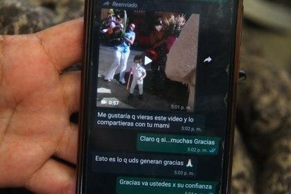 Mensajes recibidos de clientes de Irma, felices por los peluches que les fueron diseñados. Ciudad de México, abril 9, 2021. (foto: Karina Hernández / Infobae)