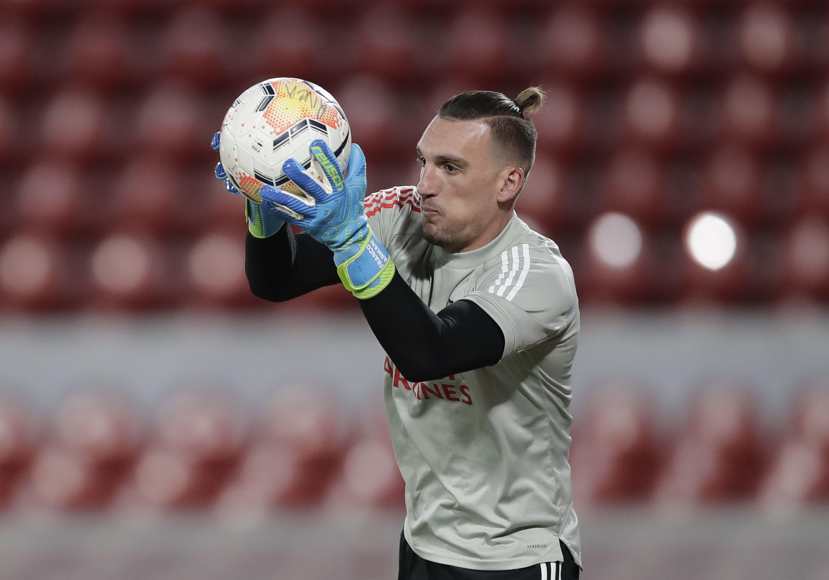 La colita en el pelo de Armani: se la cortó para jugar ante Independiente (Foto: Reuters)