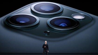 Las tres cámaras ofrecen resolución de 12 MP. (REUTERS/Stephen Lam)