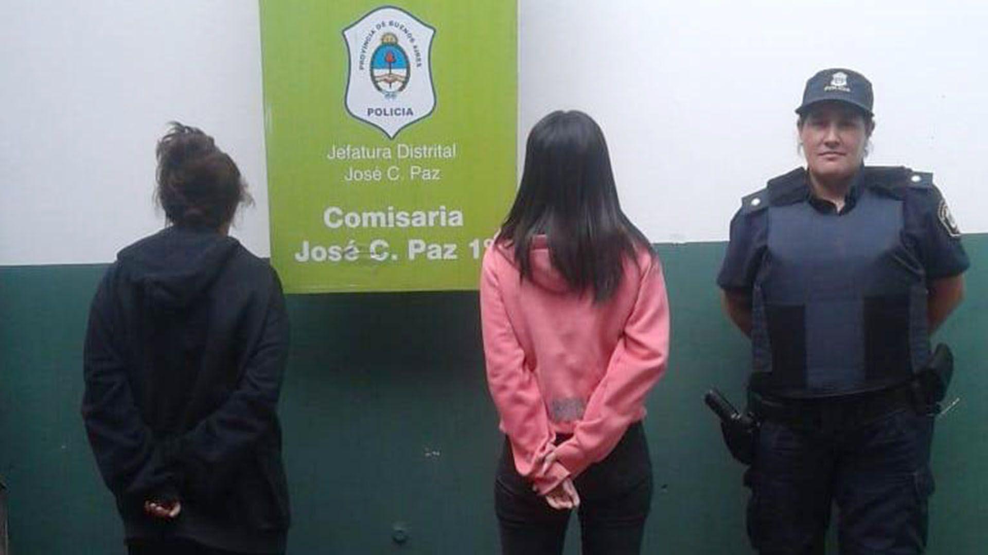 Paola y Milagros tras ser detenidas
