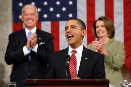 El ex presidente Barack Obama junto al presidente electo Joe Biden y a la presidenta de la Cámara del Congreso de EEUU, Nancy Pelosi