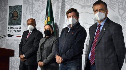 De izq. a der. Enrique Juárez Cisneros, Verónica Piña, Juan Carlos Romero Hicks y Tonatiuh Bravo (Foto: Cortesía Cámara de Diputados)