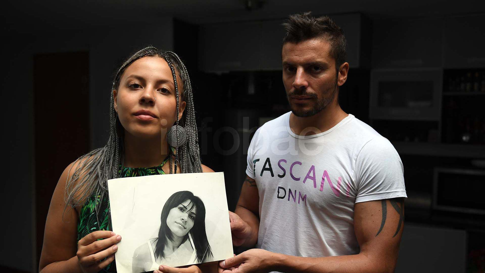 Pedido por justicia: Antonella Olivera, la hija de Natacha, y Ulises Jaitt (Foto: Maximiliano Luna)