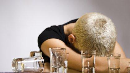 El alcohol es la droga legal más consumida entre los jóvenes (Getty)