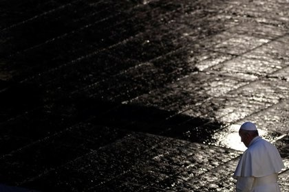El Papa Francisco en una Plaza de San Pedro inusualmente vacía por la pandemia (Mar 27, 2020. REUTERS/Yara Nardi/Pool)