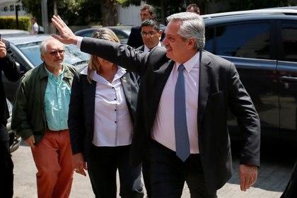 Alberto Fernández mantiene reuniones de lo que serán los planes de su gobierno desde las oficinas de Puerto Madero. REUTERS/Mariana Grief