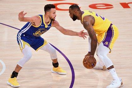 ¿Podrán jugar juntos James y Curry en los Lakers? (Robert Hanashiro-USA TODAY Sports)