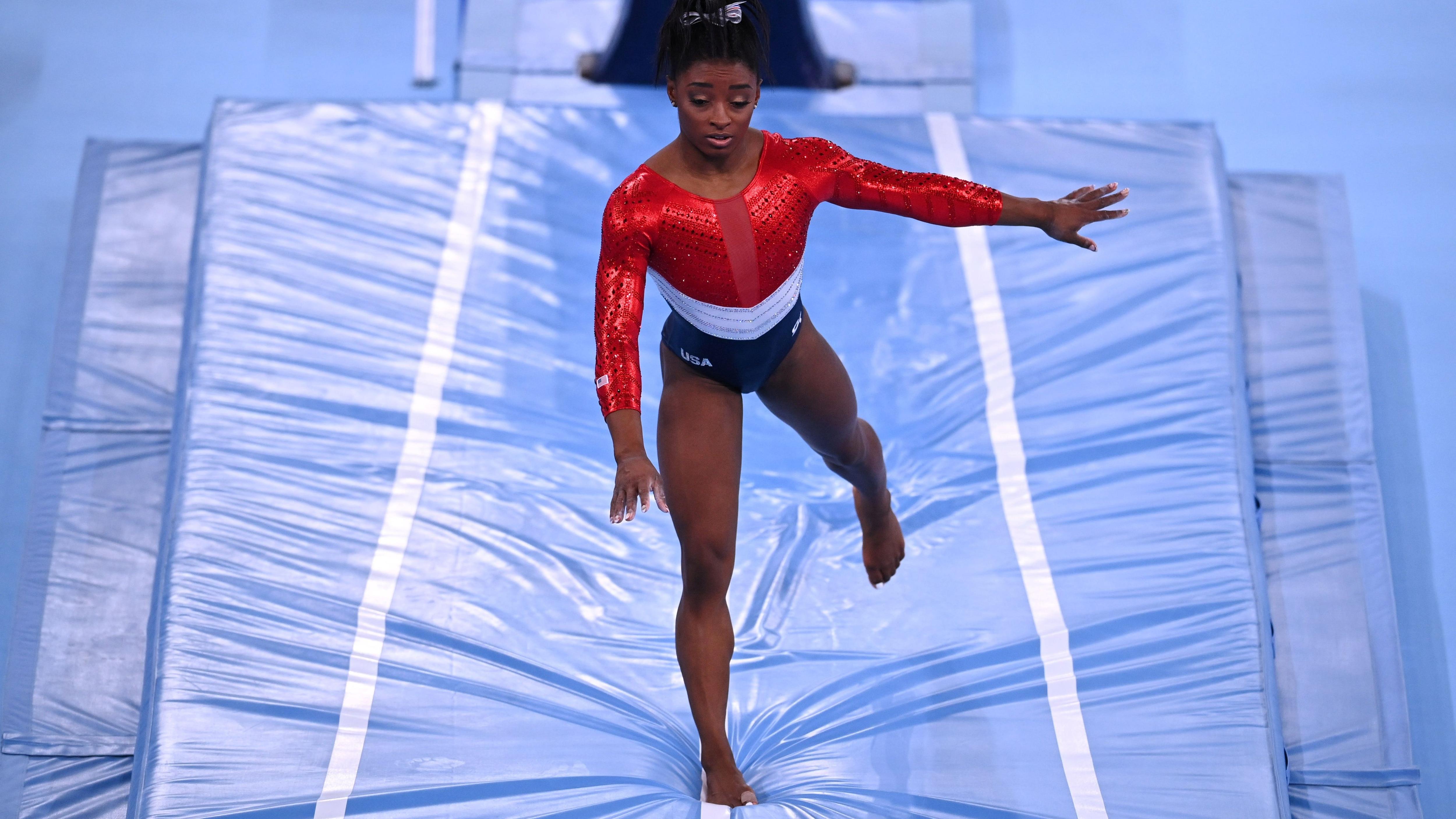 Simone Biles todavía tiene cinco competencias por delante (Foto: Reuters)