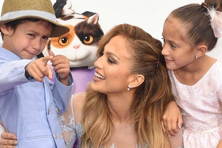 Jennifer Lopez con sus hijos Emma y Max