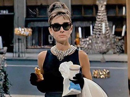 """Audrey Hepburn en la película """"Desayuno en Tiffany's"""" (1961)"""