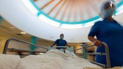 Existe preocupación por parte de los oncólogos por la baja en las consultas por miedo al COVID-19 (REUTERS)