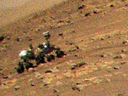 Documento: l'elicottero Ingenuity della NASA ha catturato il rover Perseverance dall'alto in immagini catturate durante il suo terzo volo il 25 aprile.  NASA / Jet Propulsion Laboratory
