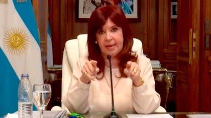 Cristina Kirchner cargó contra Prat Gay y Sturzenegger en su declaración por la causa dólar futuro.