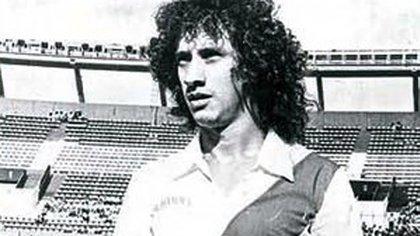 Pese a ser hincha fanático de River, Randazzo fue figura en Boca y ese pasado hizo que fuera resistido cuanto vistió la camiseta de sus amores.